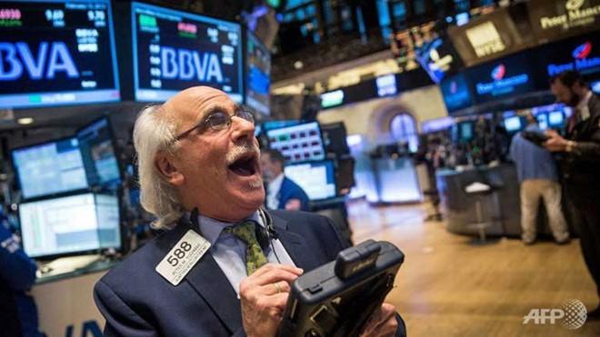 Chứng khoán, dầu thô có tuần tăng mạnh, giá vàng tiếp tục giảm