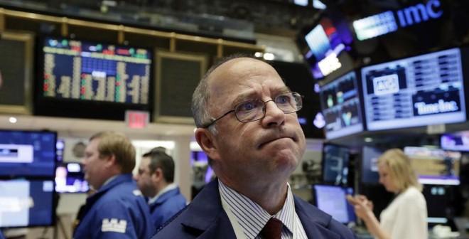 Giá vàng tăng vọt, chứng khoán rung lắc sau dữ liệu việc làm