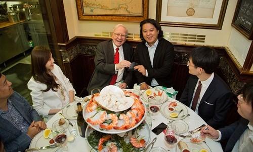 Bữa trưa với Warren Buffett giá gần 3,5 triệu USD