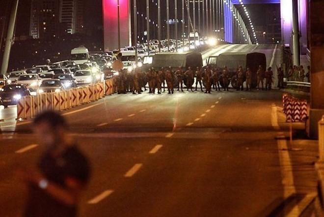 Đảo chính ở Thổ Nhĩ Kỳ, quân đội tuyên bố nắm quyền chỉ huy đất nước