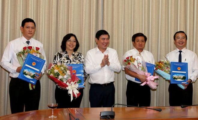 TP. HCM trao quyết định phê chuẩn các chức danh lãnh đạo quận, huyện