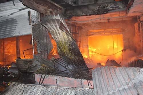 Cháy lớn tại chợ  Sơn, thị trấn Hương Khê, Hà Tĩnh