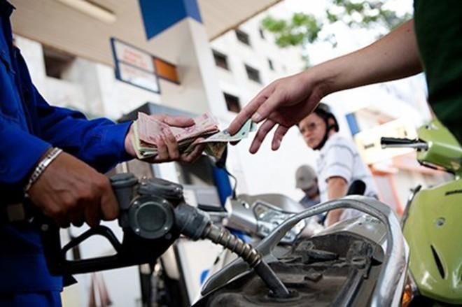 Giá xăng có thể tăng 300 đồng/lít chiều nay