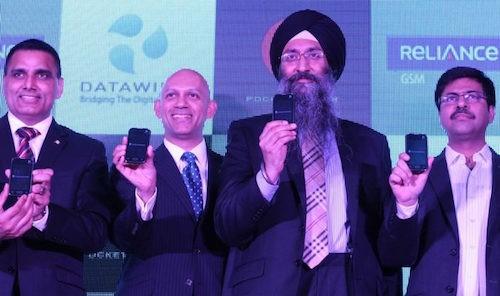 Smartphone Ấn Độ giá 45 USD, miễn phí Internet một năm