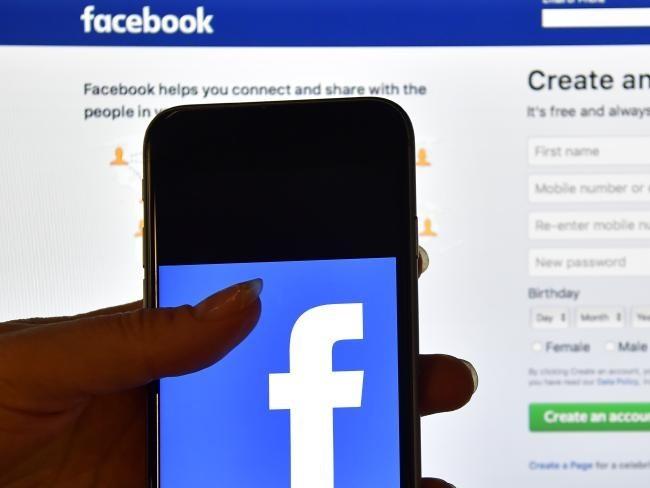Bé gái 14 tuổi kiện Facebook vì bị đăng ảnh khỏa thân trái phép