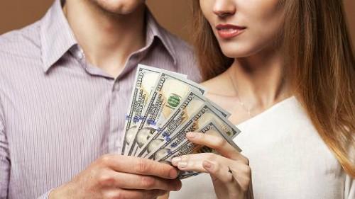 Những ông chồng kiếm ít tiền hơn vợ dễ mắc bệnh tật