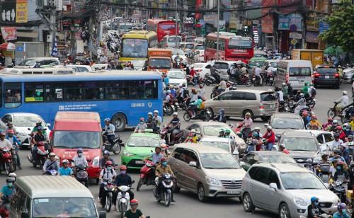 Một nửa số người có ôtô ở Hà Nội, TP HCM cân nhắc bán xe vì đi lại khó khăn