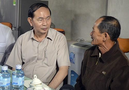 Chủ tịch nước động viên người dân vùng lũ miền Trung