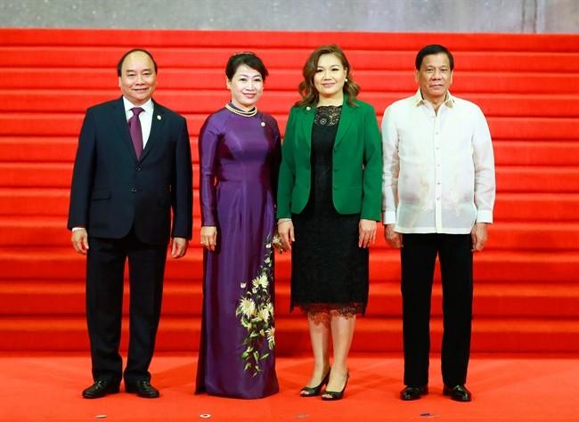 Thủ tướng Nguyễn Xuân Phúc bắt đầu tham dự Hội nghị Cấp cao ASEAN lần thứ 31