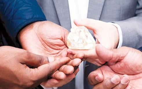 Phát hiện viên kim cương tự nhiên khổng lồ 476 carat, lớn thứ 29 thế giới