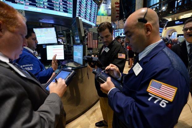 Giới đầu tư thận trọng trước dữ liệu kinh tế tích cực