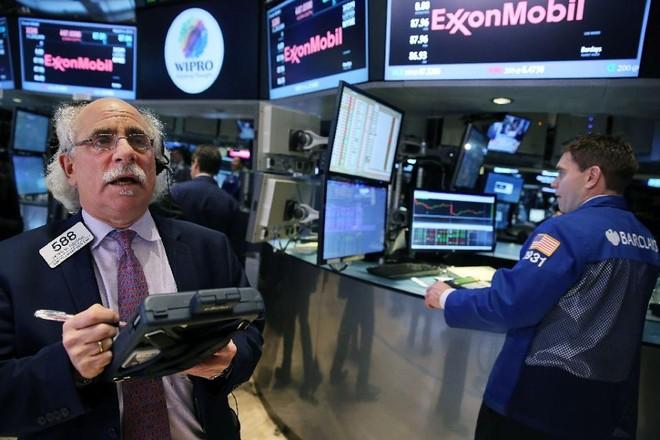 Giá vàng và dầu thô tăng vọt, chứng khoán lình xình