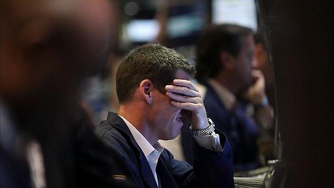 """""""Bóng ma"""" Brexit trở lại, chứng khoán, dầu thô đồng loạt giảm mạnh"""