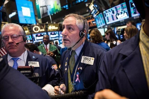 Lo ngại kinh tế Trung Quốc, dầu giảm mạnh, kéo chứng khoán, vàng giảm theo