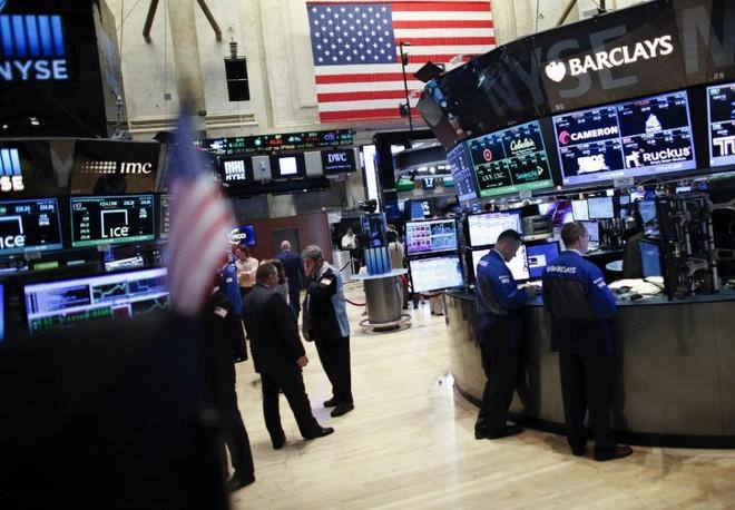 Chứng khoán đồng loạt phục hồi, giá vàng tiếp tục giảm sâu