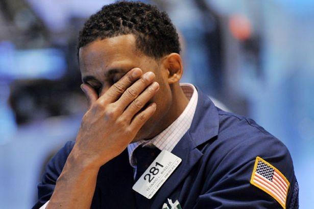 Dữ liệu kinh tế kéo chứng khoán lao dốc, đẩy giá vàng tăng mạnh