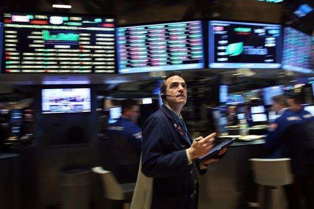Dow Jones và S&P 500 tiếp tục lập kỷ lục mới, giá vàng lao dốc