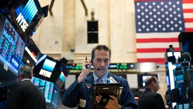 Cổ phiếu ngân hàng kéo chứng khoán tăng mạnh, giá vàng tiếp tục giảm