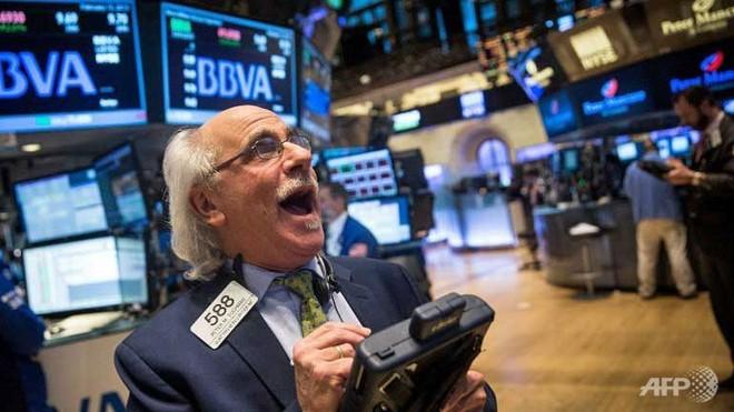 Phản ứng bất ngờ của giới đầu tư phố Wall