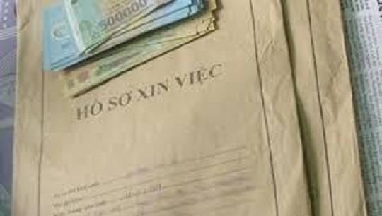 Nữ cán bộ rởm lừa chạy việc vào Sân bay Nội Bài chiếm đoạt hàng nghìn USD