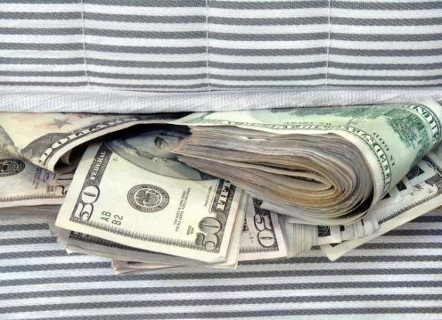 Giả hợp đồng mua xe biển ngoại giao, nữ giám đốc chiếm tiền tỷ