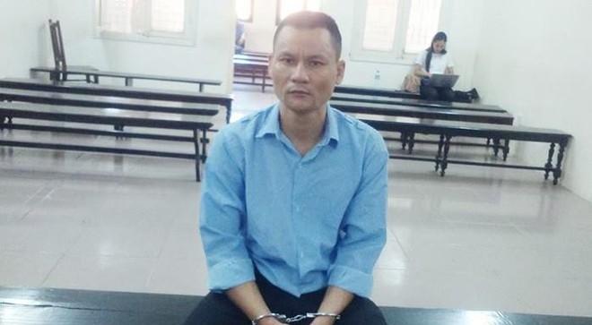 Cướp điện thoại 4,5 triệu đồng của nữ du khách Nauy, tài xế taxi lĩnh án 30 tháng tù