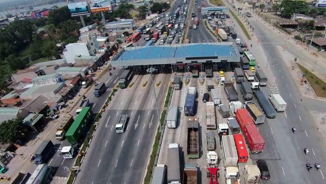 """Bộ Tài chính """"phản pháo"""" đề xuất phí đường bộ của Bộ Giao thông"""