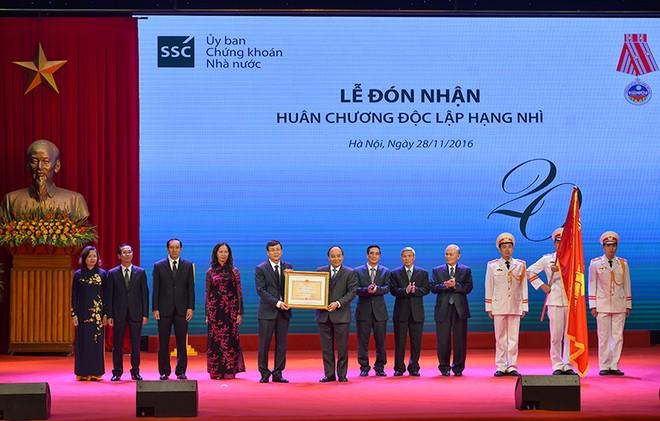Thủ tướng Nguyễn Xuân Phúc: Thị trường chứng khoán đã phát triển mạnh mẽ về quy mô