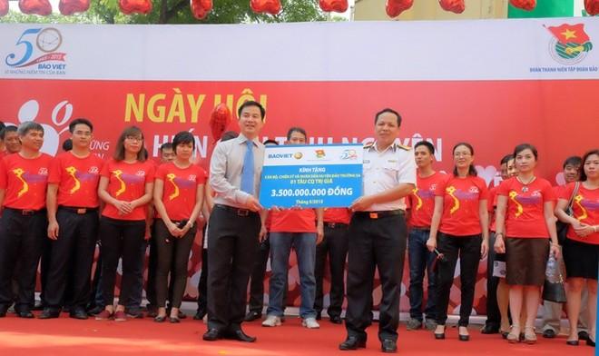 Tập đoàn Bảo Việt trao tàu CQ 3,5 tỷ đồng tới Trường Sa