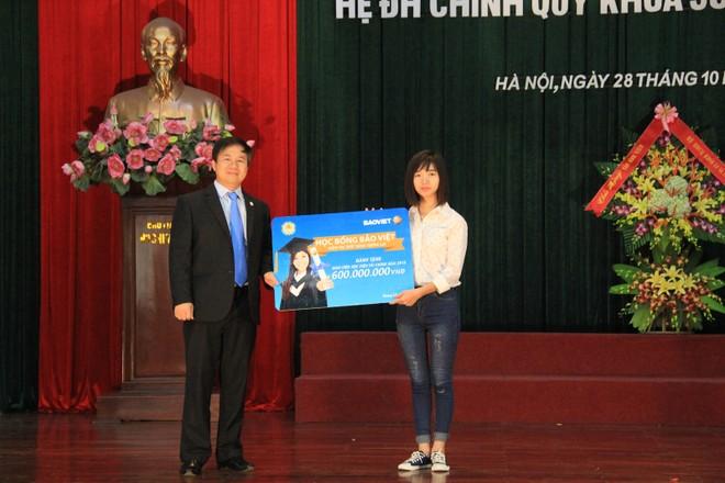 Tập đoàn Bảo Việt trao học bổng 600 triệu đồng cho Học viện tài chính