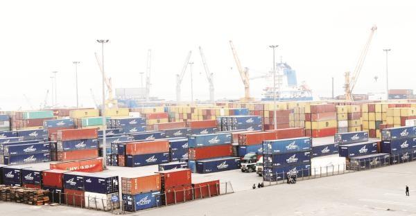 """Logistics yếu và thiếu """"kìm chân"""" xuất khẩu"""