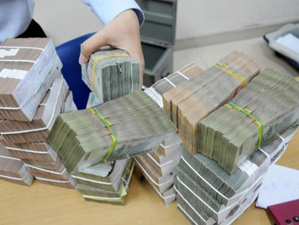 """Chuyển tiền """"chui"""" làm khó ngân hàng"""