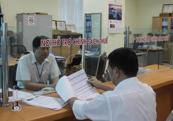 Dừng xuất cảnh đối với chủ doanh nghiệp nợ thuế