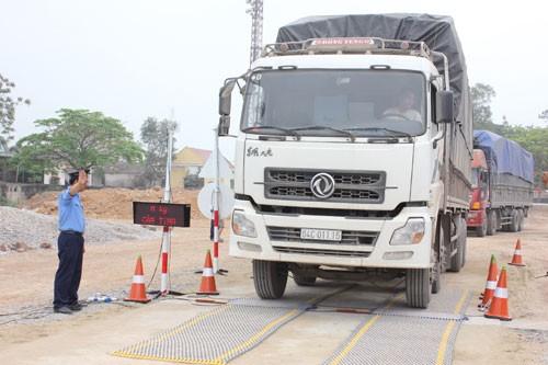 Siết chặt kiểm tra và xử lý xe quá tải từ đầu năm 2016