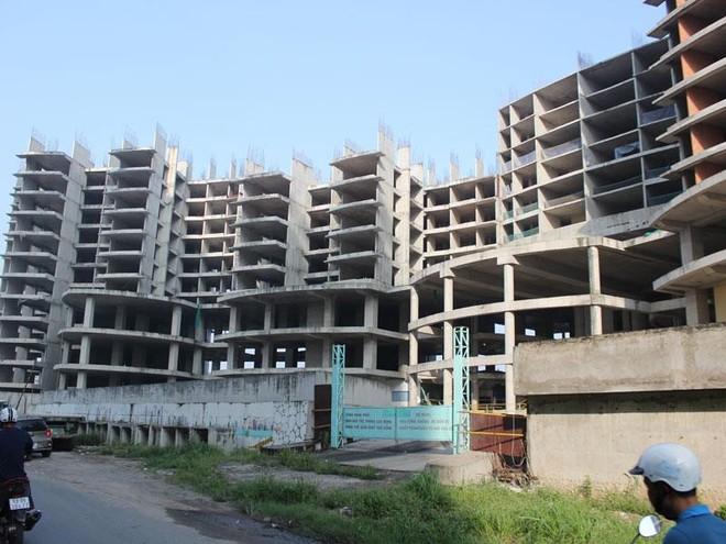"""Hàng trăm dự án bất động sản TP. HCM """"chết lâm sàng"""""""