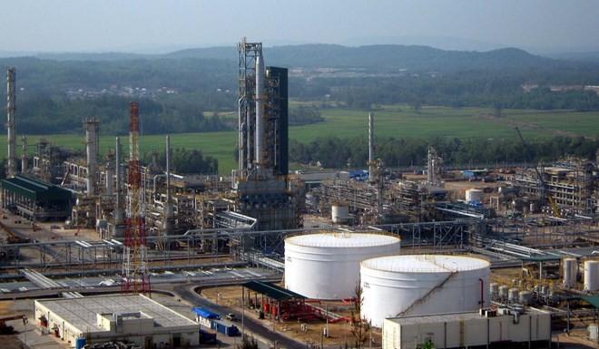 """Vì sao lãi lớn, Nhà máy Lọc dầu Dung Quất vẫn """"dọa"""" đóng cửa?"""