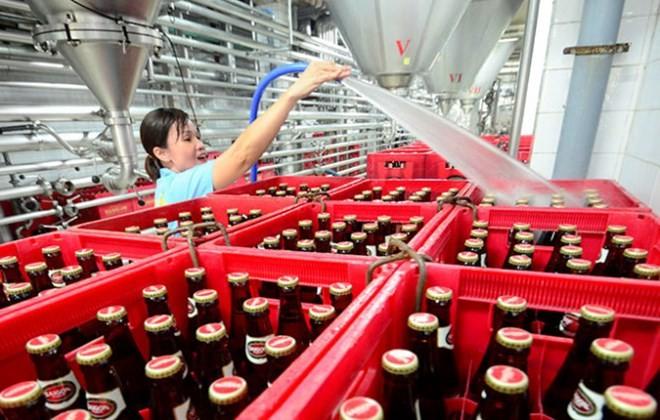 Doanh nghiệp rượu bia dọa tăng giá, cảnh báo nguy cơ rượu lậu - giả