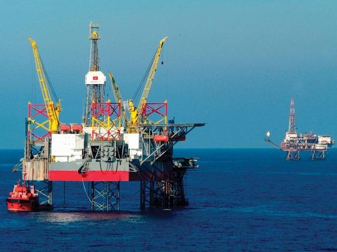 Tính chuyện hút thêm 2 triệu tấn dầu thô để bù đắp ngân sách