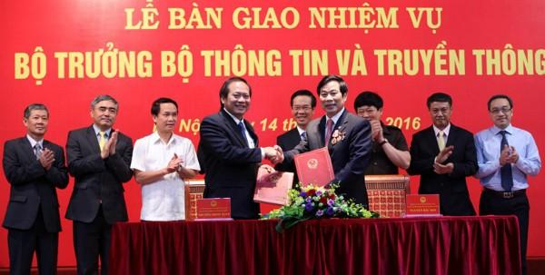 Bộ trưởng Trương Minh Tuấn tiếp nhận bàn giao Bộ Thông tin và Truyền thông