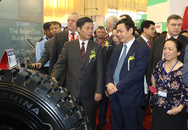 Phó Thủ tướng Vương Đình Huệ dự khai mạc VietnamExpo 2016