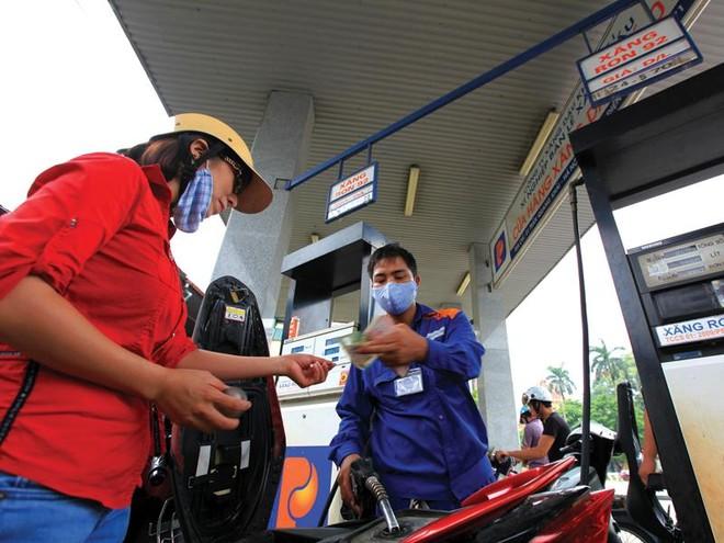 """Doanh nghiệp ngoại sắp """"nhảy"""" vào thị trường xăng dầu Việt Nam"""