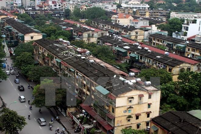 Hà Nội di dời khẩn cấp dân tại 3 khu chung cư có nguy cơ sập đổ