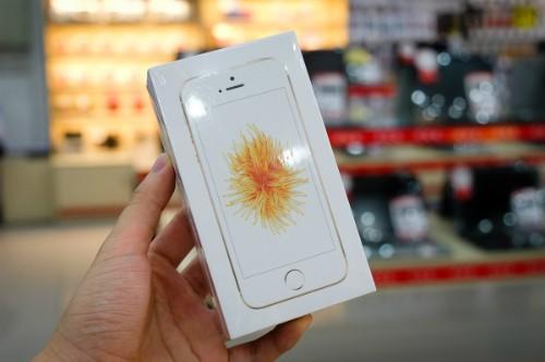 iPhone SE chính hãng vắng khách