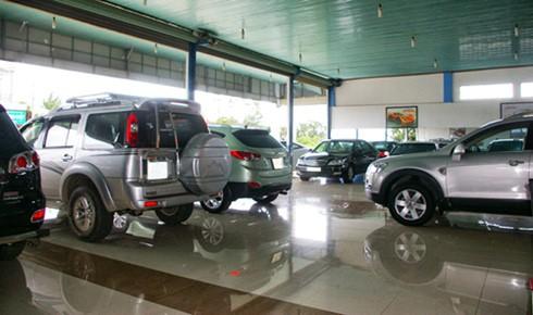 Thị trường ô tô trước 1/7: Xe sang bán chạy, xe nhỏ nằm chờ