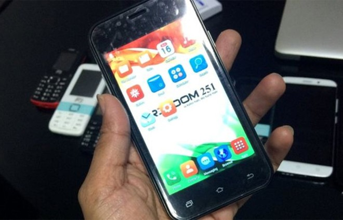 Smartphone rẻ nhất thế giới 3,6 USD giống iPhone 5