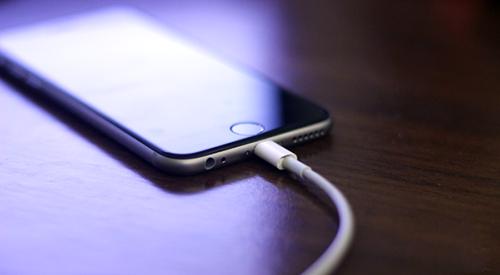 Apple bị khởi kiện liên tiếp