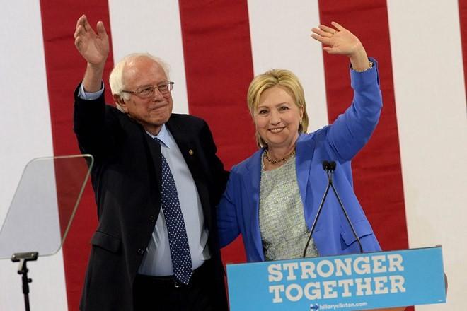 Ông Sanders ủng hộ bà Clinton làm ứng viên tổng thống của đảng Dân chủ