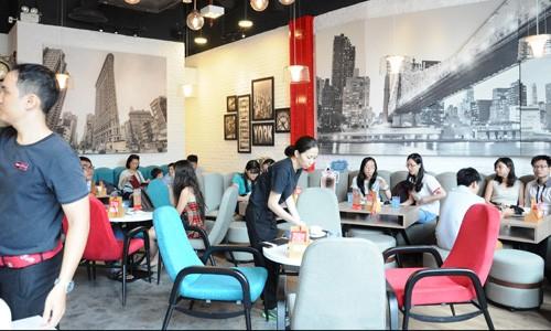 Đằng sau lời chia tay Sài Gòn của đại gia cà phê Singapore