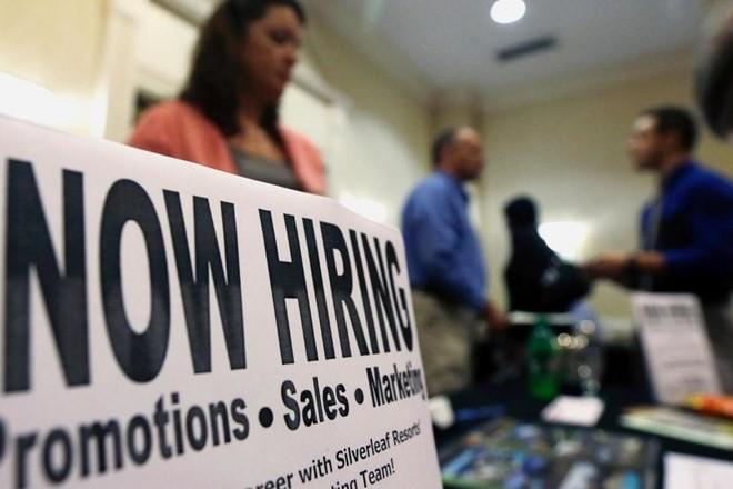 Thị trường lao động Mỹ khởi sắc, số việc làm tăng vượt dự đoán
