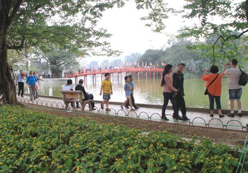 Phương tiện lưu thông như thế nào khi quanh Hồ Gươm thành phố đi bộ?
